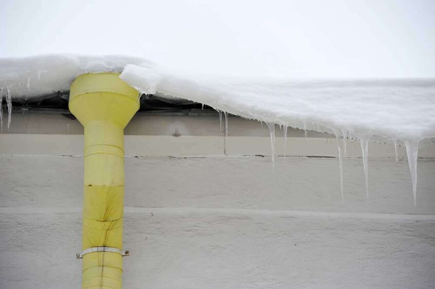 ice-dams-roofs